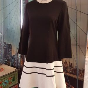 Bl/Wh long sleeve knit swingy dress